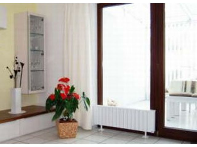 radiateur plinthe amazing radiateur panneau radiateur ovation u plinthe w thermor with. Black Bedroom Furniture Sets. Home Design Ideas