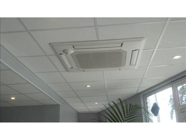 climatisation en plafond cassette contact cristal air. Black Bedroom Furniture Sets. Home Design Ideas