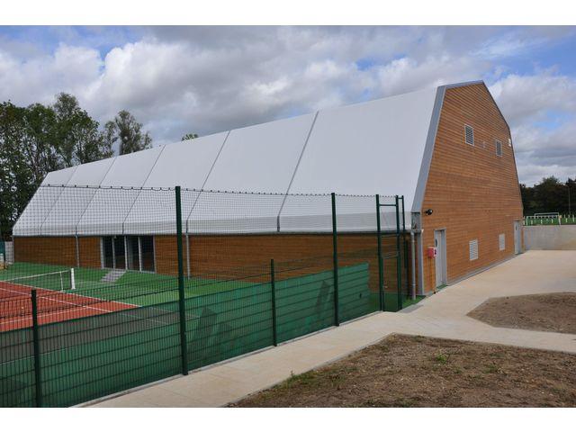 Couverture de terrains de tennis contact losberger for Mesure terrain de tennis