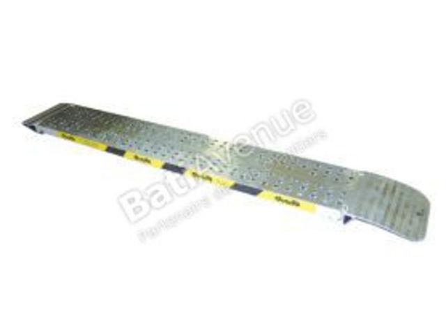 duarib rampe aluminium longueur 5 00 m largeur 0 61 m sans rebords vendu l 39 unit. Black Bedroom Furniture Sets. Home Design Ideas
