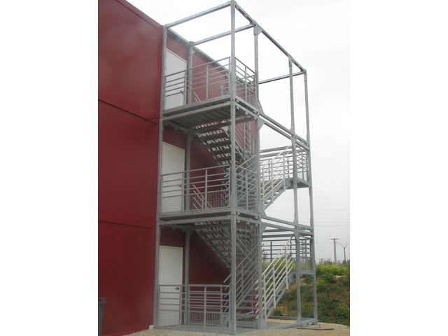 Escalier cage ou escalier cube   Contact BOMBRUN - LES ESCALIERS DU ...
