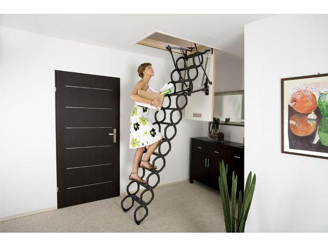 escalier en ciseaux lst avec une trappe thermo isolante contact fakro france. Black Bedroom Furniture Sets. Home Design Ideas