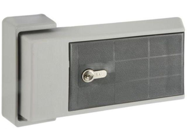 Fermetures et poignées de portes isothermes