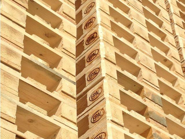 Fournisseur de palette en bois contact smb loire palettes for Bois de palette a donner