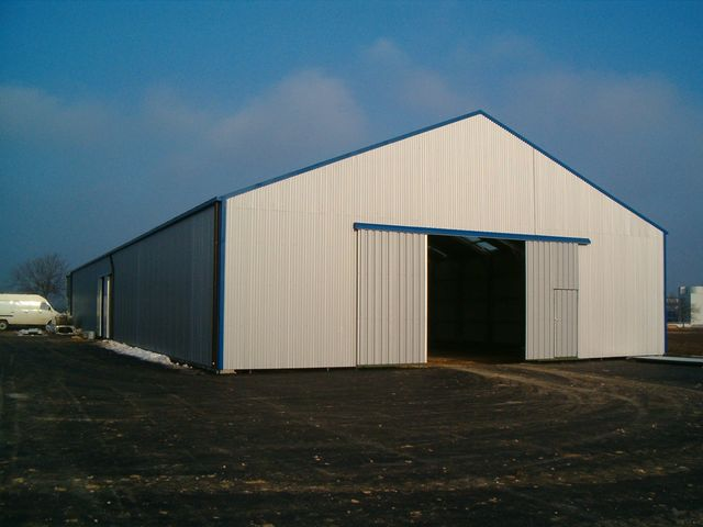 Hangar polyvalent parois droites et toiture deux pans for Fenetre hangar
