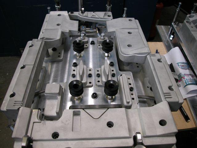 Outillage de soudure pour pi ces plastiques contact cluzel - Machine de fabrication de treillis a souder ...