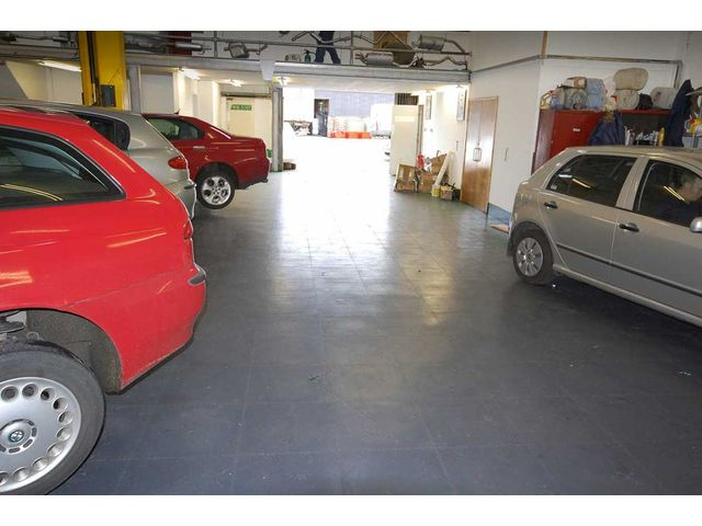 Peinture de sol solution alternative garage atelier for Peinture pour sol garage