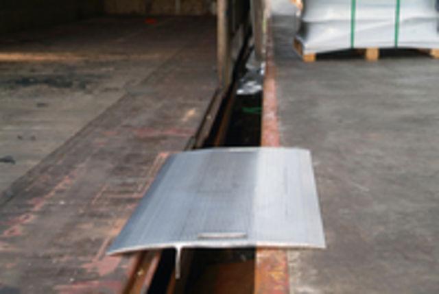 plaque de quai en alu bt 4000 kg contact habrial manutention. Black Bedroom Furniture Sets. Home Design Ideas