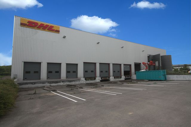 Porte industrielle de quai contact smf services for Sos expert fenetre