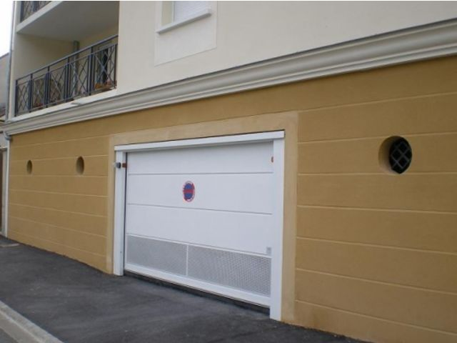 Portes de garage basculantes safir s400 t le lisse joints creux contact groupe safir - Tole pour porte de garage ...