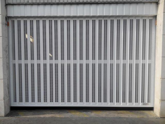 Portes de garage basculantes safir s424 contact safir for Porte de garage safir