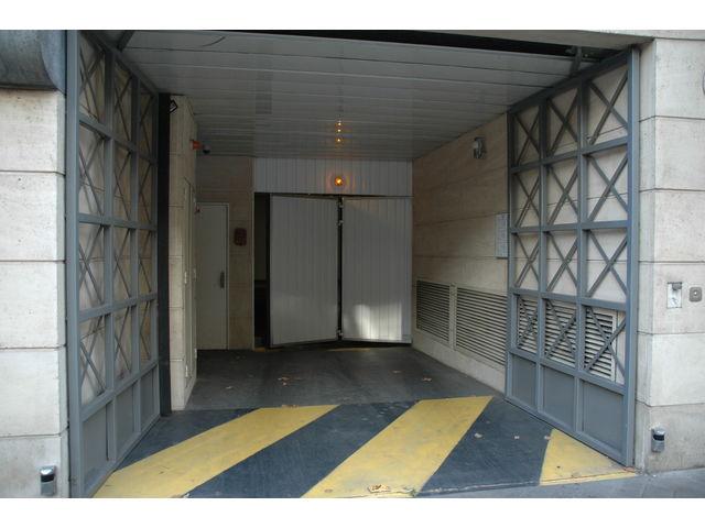Portes de garage en accord on safir w702 a ro contact for Porte de garage safir