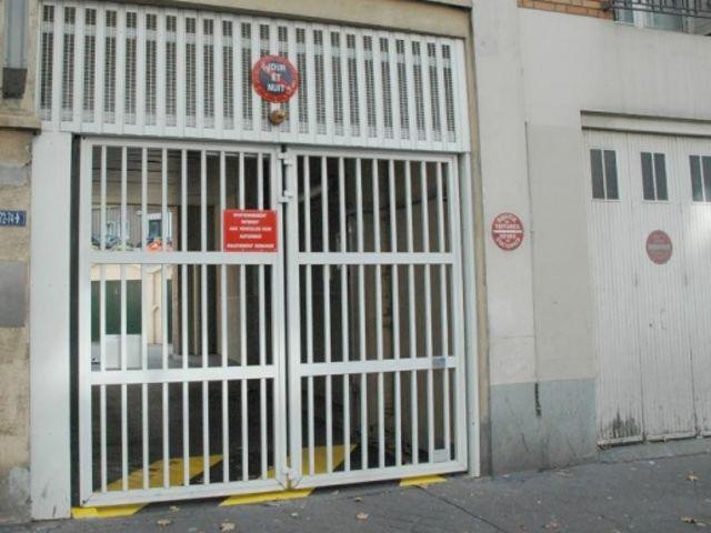 Portes de garage en accord on safir w702 baro pluo contact groupe safir - Porte de garage accordeon ...