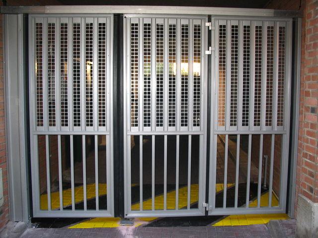 portes de garage en accord on safir w703 a ro contact safir. Black Bedroom Furniture Sets. Home Design Ideas