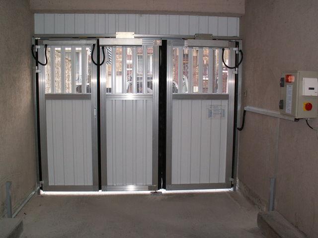 Portes de garage en accord on safir w703 a ro contact safir for Porte de garage originale