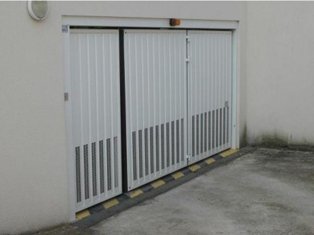 Portes de garage en accord on safir w703 a ro contact groupe safir - Porte de garage accordeon ...