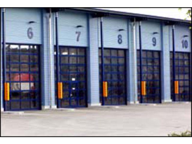 Portes sectionnelles avec cadres en aluminium contact butt - Porte sectionnelle aluminium ...