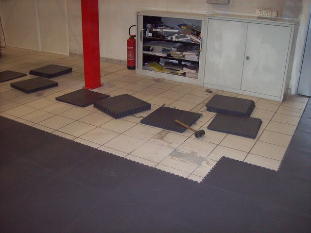 Pose sol dalle pvc emboitable sur carrelage contact for Carrelage pour sol garage
