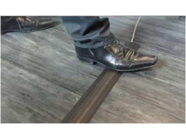 Prot ge c bles passage des personnes basea noir contact cable equipements for Protege cable sol