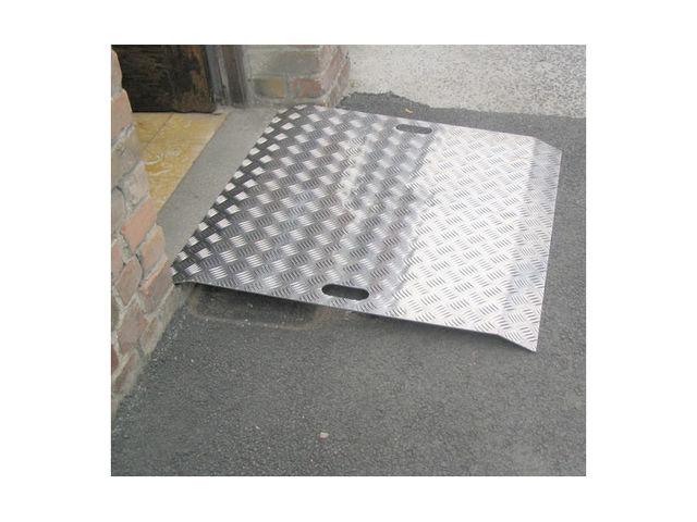 rampe d 39 acc s m tallique aluminium contact signals. Black Bedroom Furniture Sets. Home Design Ideas