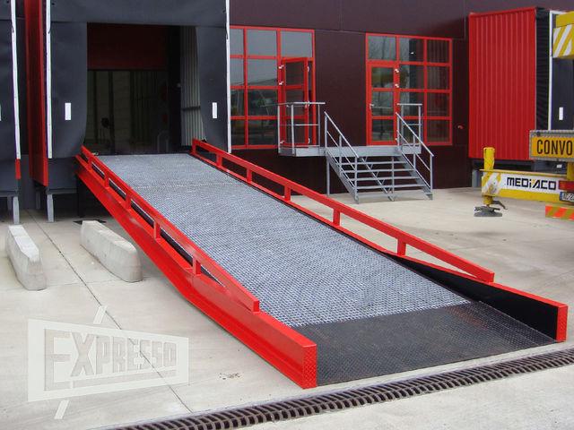 rampe fixe d 39 acc s quai charge utile 6 10 tonnes. Black Bedroom Furniture Sets. Home Design Ideas