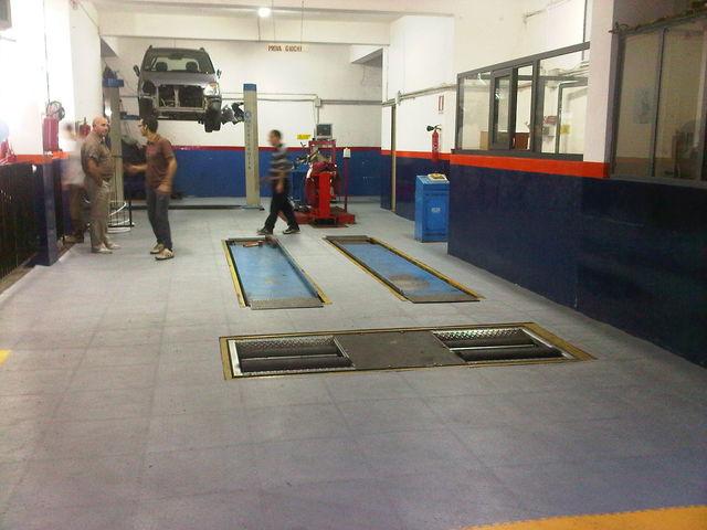 R novation sol atelier contact dalle sol pvc com une for Renovation voiture interieur