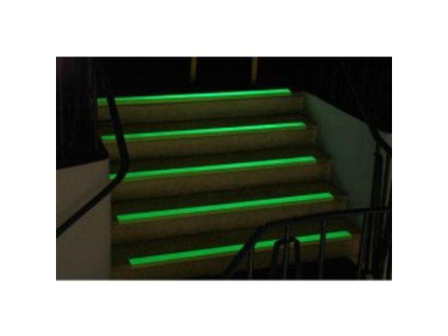 rev tement pour escalier bord de marche super agrippant. Black Bedroom Furniture Sets. Home Design Ideas