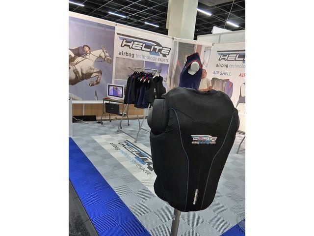 Revetement sol stand salon exposition evenementiel foire contact dalle sol pvc com une for Prix stand salon