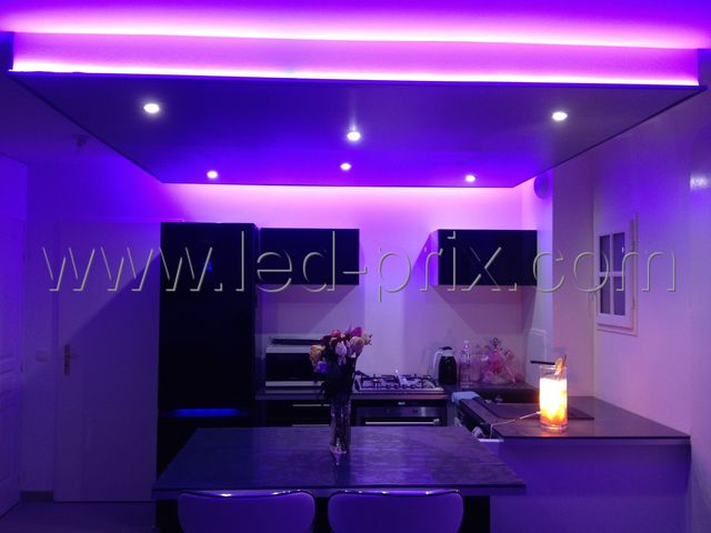 Ruban led rose tanche 180 leds 3 m tres contact sarl for Installer ruban led plafond