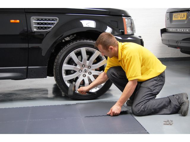sol garage pour voiture contact dalle sol pvc com une activit apara. Black Bedroom Furniture Sets. Home Design Ideas