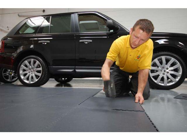 sol garage voiture contact dalle sol pvc com une activit apara. Black Bedroom Furniture Sets. Home Design Ideas