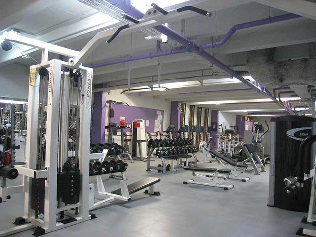 salle de musculation privee 7 sol salle sport musculation dalle sol pvc com une activit. Black Bedroom Furniture Sets. Home Design Ideas