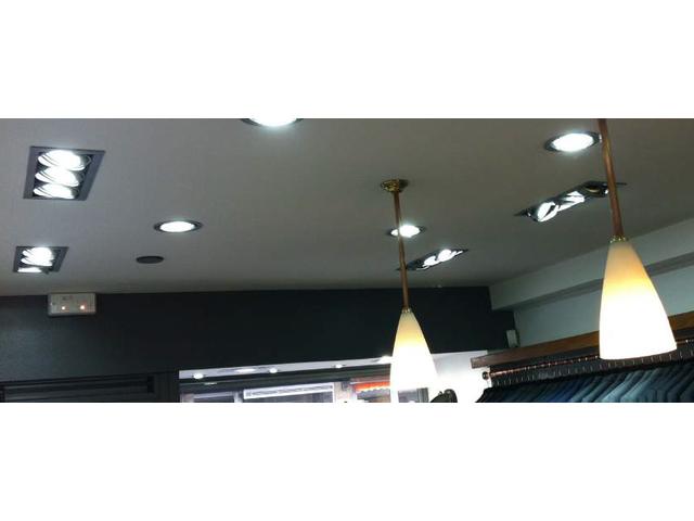 Spot led triple orientable 40w avec transformateur philips for Spot encastrable led philips