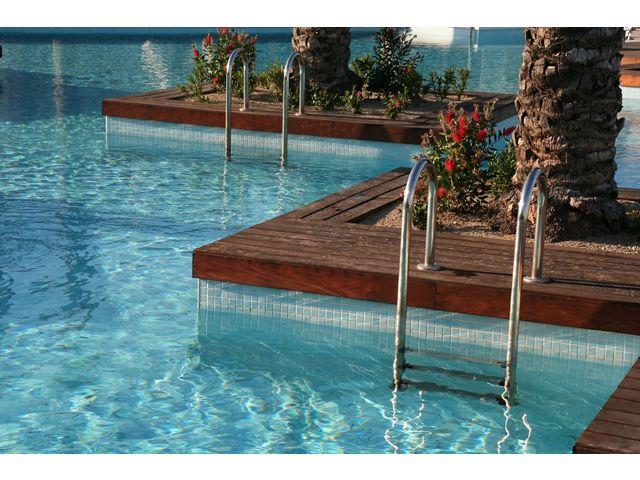 Unikosol piscine peinture sp ciale piscine a base de r sine polyur thane bicomposant en phase for Peinture pour piscine