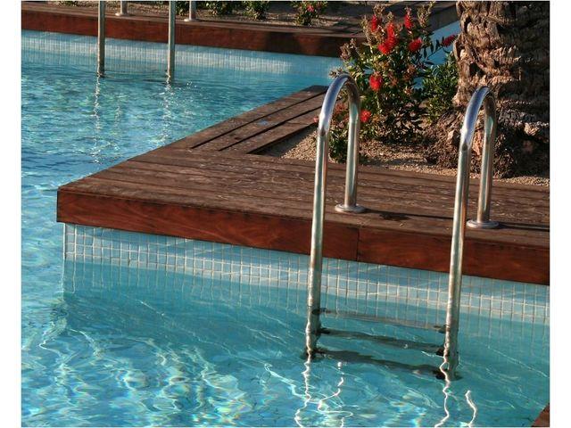 Resine etancheite piscine pose de rsines polyester for Resine pour piscine