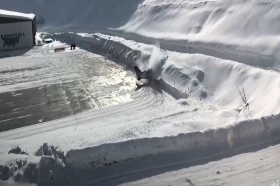 Savoie : VIDÉOS. Un avion rate sa manoeuvre et s'écrase dans la neige à Courchevel