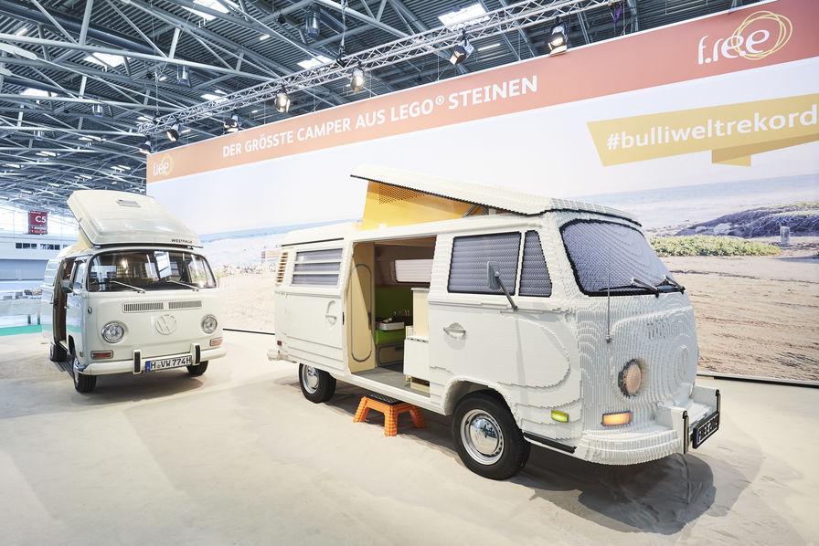 [L'industrie c'est fou] Le mythique Combi T2a de Volkswagen reproduit en Lego