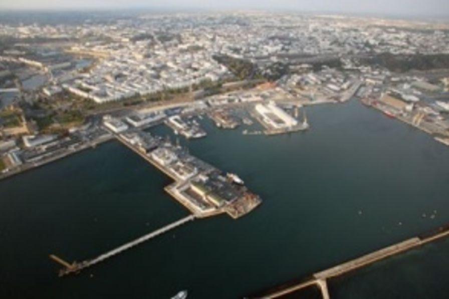 Un programme de 130 millions d euros pour le port de - Surplus militaire brest port de commerce ...