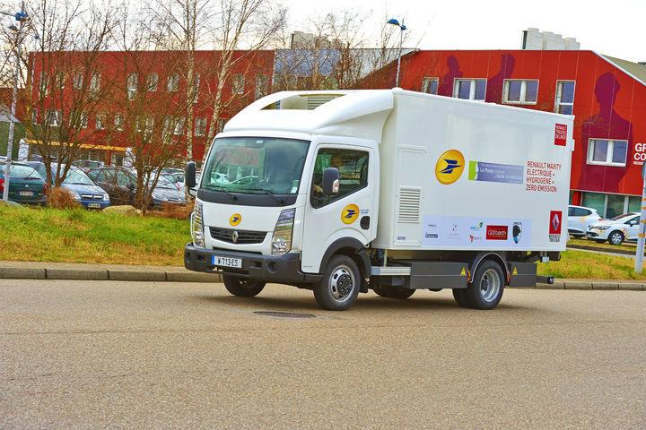 la-poste-teste-un-camion-de-renault-trucks-roulant-a-l-hydrogene