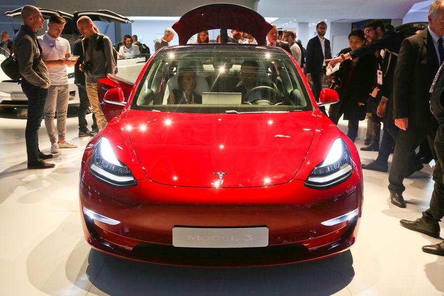 Pourquoi Tesla solde sa Model 3 - Infos Reuters