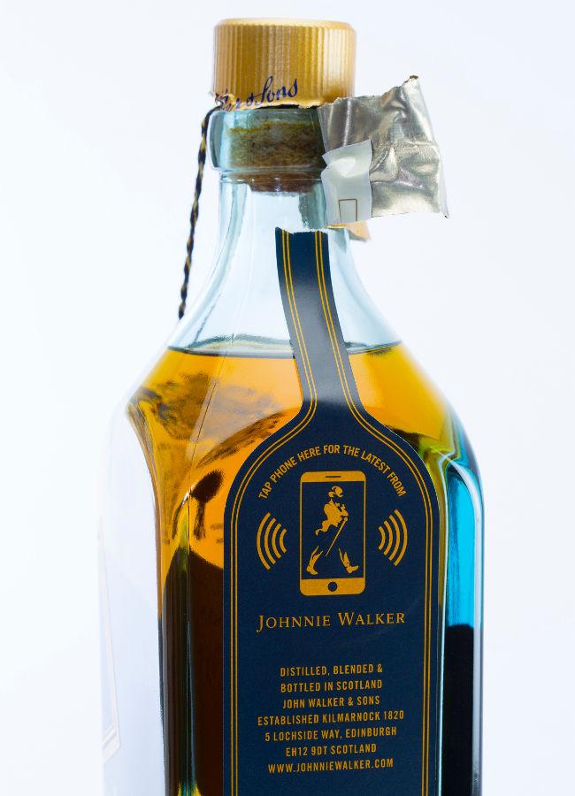Johnnie Walker dévoile sa bouteille de whisky connectée.