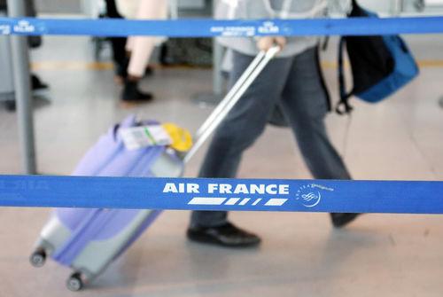 Des compagnies aériennes suspendent temporairement les vols vers l'Italie — Coronavirus