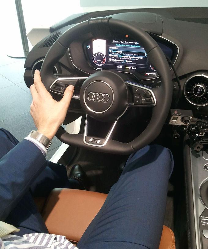 nouvelle audi tt un cockpit virtuel taill pour la sportive. Black Bedroom Furniture Sets. Home Design Ideas