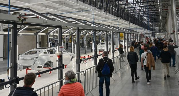 [Quand Tesla Berlin invite 9 000 riverains pour une gigantesque opération séduction] - Usine Nouvelle