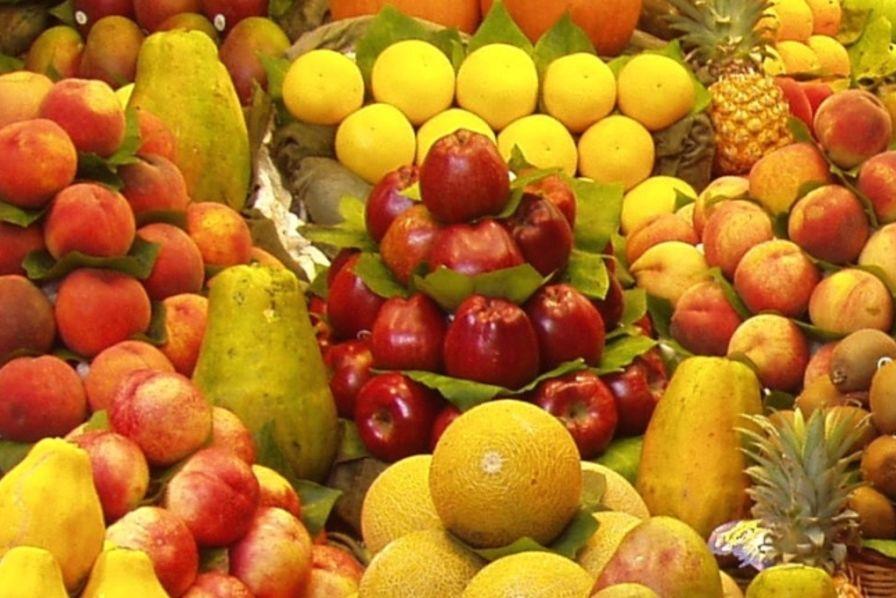 En plein embargo agroalimentaire russe des mara chers vendent leurs fruits et l gumes prix - Fruits et legumes aout ...