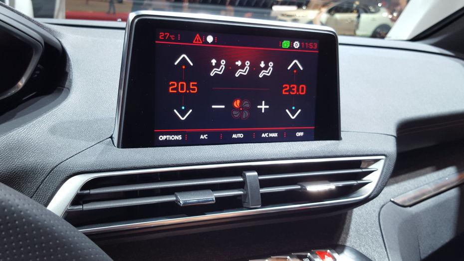 embarquez dans le i cockpit de la voiture de l 39 ann e la peugeot 3008 l 39 usine auto. Black Bedroom Furniture Sets. Home Design Ideas
