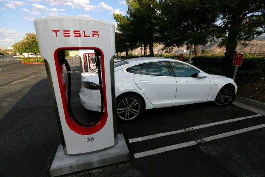 Pour faciliter l'évacuation en Floride, Tesla a débridé ses voitures électriques — Irma