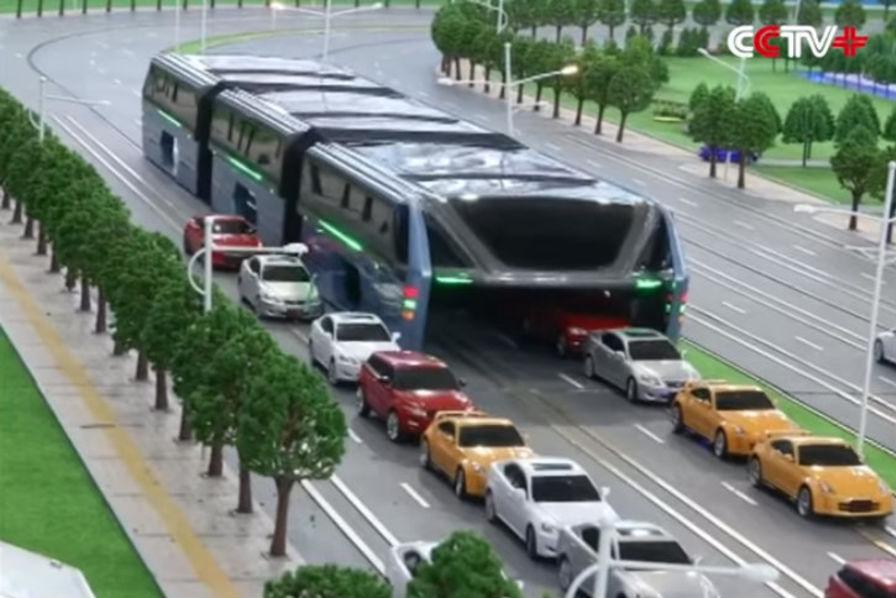 l 39 industrie c 39 est fou le bus g ant du futur passe au dessus des voitures l 39 industrie c 39 est fou. Black Bedroom Furniture Sets. Home Design Ideas