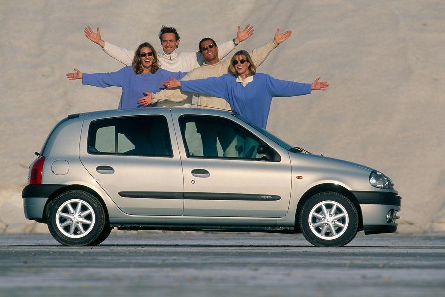 vid o renault c l bre 25 ans de clio la voiture fran aise la plus vendue au monde l 39 usine auto. Black Bedroom Furniture Sets. Home Design Ideas
