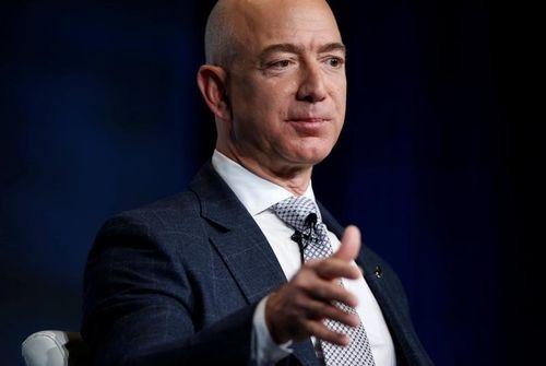 Le fondateur d'Amazon demande sur twitter ce que faire de sa fortune